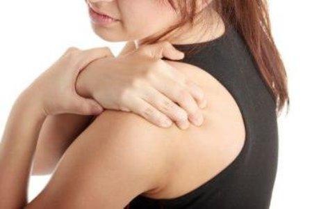 Постоянно чешется под лопаткой правой или левой на спине и болит